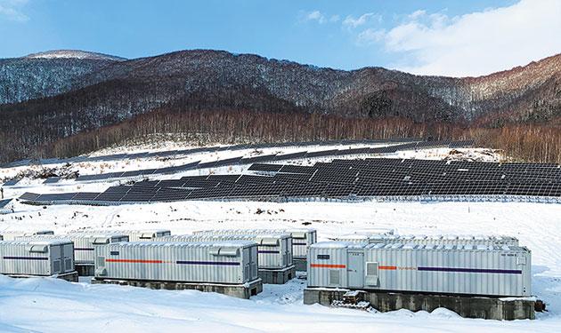 需要高まる再エネ向け大型蓄電設備