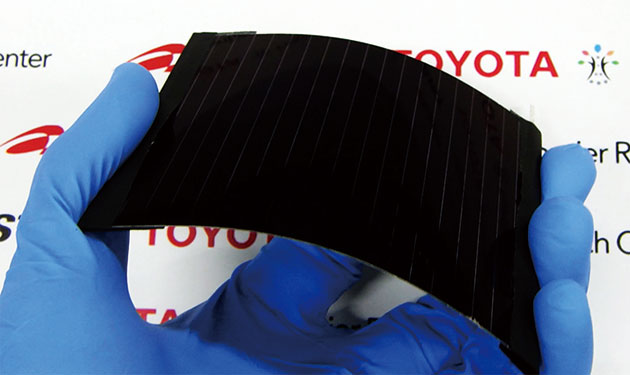産総研&トヨタ、軽量でフレキシブルなCIS系太陽光ミニパネルで世界最高効率18.6%